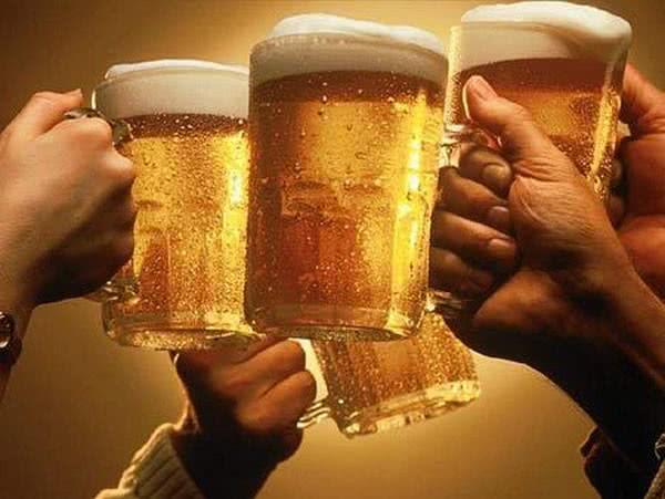 http://meusonhar.com.br/wp-content/uploads/2014/08/sonhar-com-cerveja.jpg