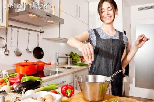 Sonhar cozinhando – O que significa?