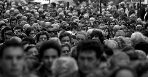 Resultado de imagem para perdido na multidão