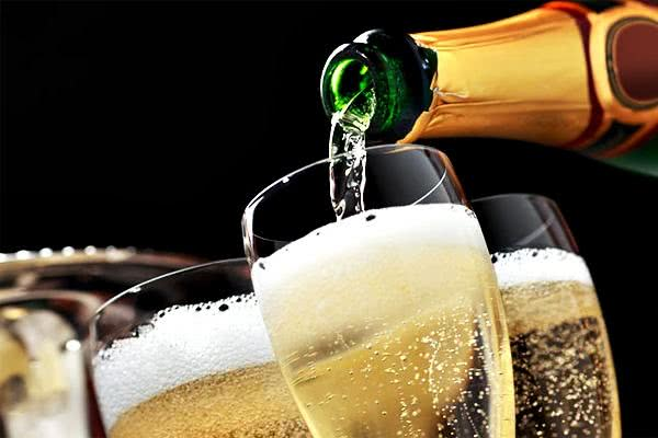 Sonhar com champanhe