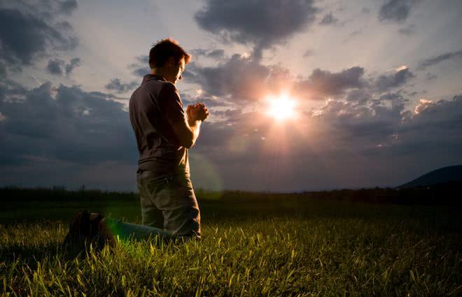 Resultado de imagem para homem orando