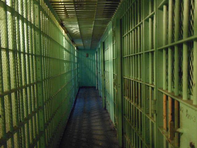 Sonhar com prisão pode ser um sinal de que a sua liberdade está sendo ceifada