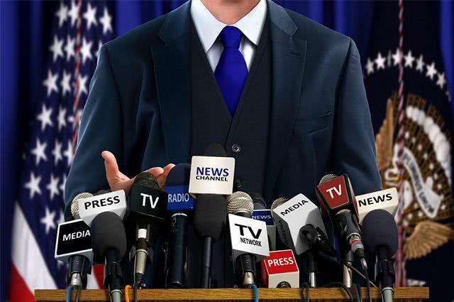 Político durante discurso